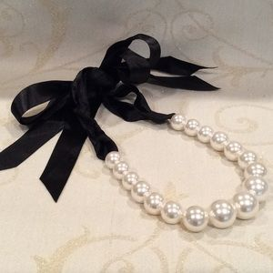 🎀 NEW, RIBBON TIE, GRADUATED PEARL NECKLACE